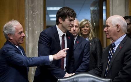 アシュトン・カッチャー アメリカ合衆国上院外交委員会 人身売買 子供の性的虐待防止 聴聞会