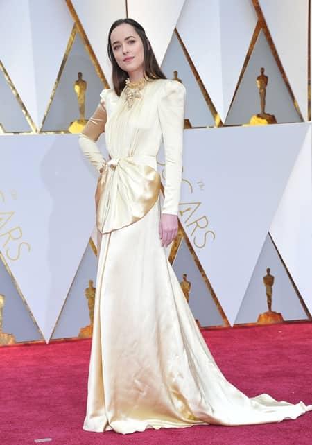 ダコタ・ジョンソン Dakota Johnson 第89回アカデミー賞 オスカー 2017年 ドレス レッドカーペット 着用ブランド 速報