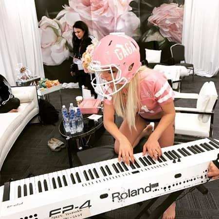 レディー・ガガ Lady Gaga スーパーボウル Super Bowl ハーフタイムショー Half Time Show パーフォンス SNS オリジナル ヘルメット グッズ