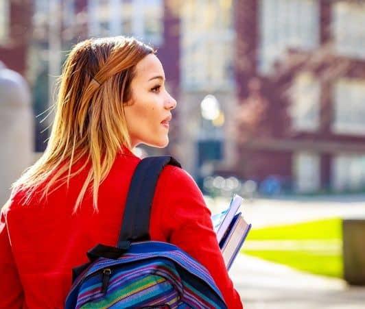 アメリカ大学生の写真 アメリカで子供を持つ大学生が増加