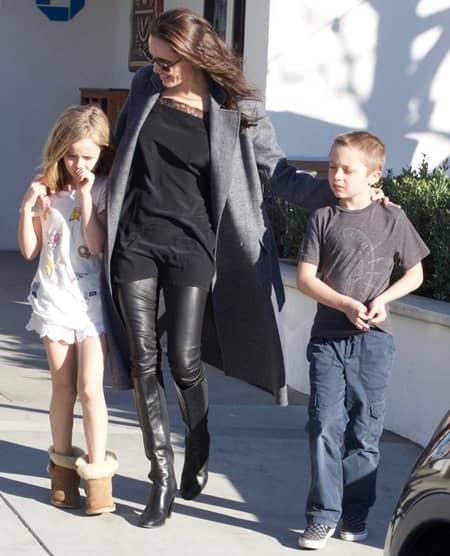 アンジェリーナ・ジョリー ヴィヴィアン ノックス 子供 買い物 離婚後 Angelina Jolie Shopping Kids Vivienne Knox Divorce