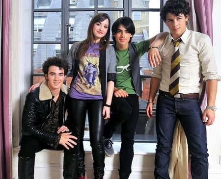ジョー・ジョナス デミ・ロヴァート ケヴィン・ジョナス ニック・ジョナス ジョナスブラザーズ キャンプ・ロック Joe Jonas Demi Lovato Kevin Nick Jonas Brothers Camp Rock Movie