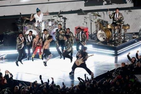 2014 スーパーボウル ブルーノ・マーズ Bruno Mars  レッド・ホット・チリ・ペッパーズ Red Hot Chilli Peppers 演奏 パフォーマンス