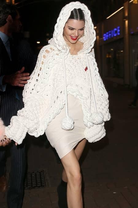 ケンダル・ジェナー グリル着用 Burberry Love Magazine ロンドンファッションウィークAnnabel's パーティー