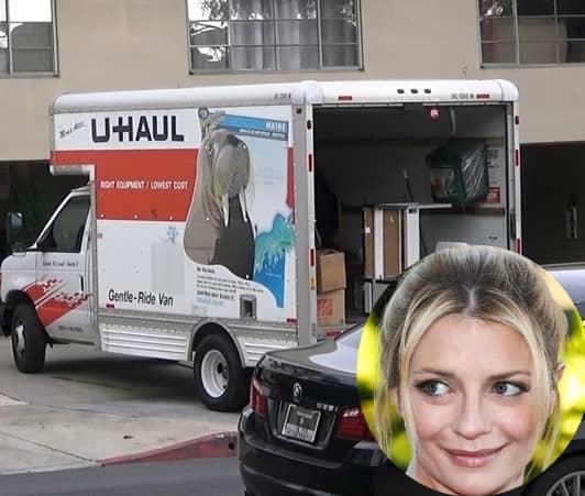 ミーシャ・バートン 引っ越しトラックU-Haulが新居に激突