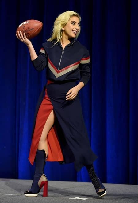 レディー・ガガ Lady Gaga スーパーボウル Super Bowl ハーフタイムショー Half Time Show パーフォンス SNS オリジナル ヘルメット ダンス 第51回