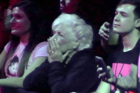 アリアナ・グランデ Arianna Grande デンジャラス・ウーマンツアー Dangerous Woman Tour 祖母 ラスベガス 観覧 応援 孫