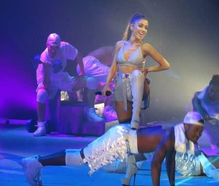 アリアナ・グランデ Arianna Grande デンジャラス・ウーマンツアー Dangerous Woman Tour ファッション ピンヒール