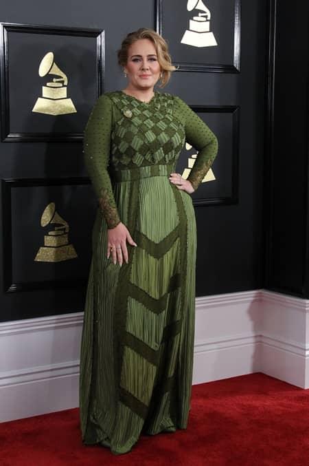 アデル Adele  第59回 グラミー賞 2017年 レッドカーペット 着用ドレス ブランド