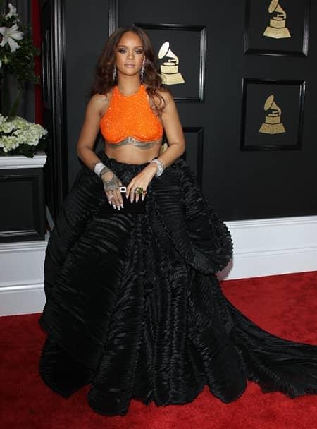 リアーナ Rihanna 第59回 グラミー賞 2017年 レッドカーペット 遅刻
