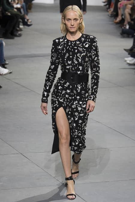 アンバー・ヴァレッタ Amber Valletta Michael Kors ファッションショー 43歳 モデル ウォーキング ランウェイ
