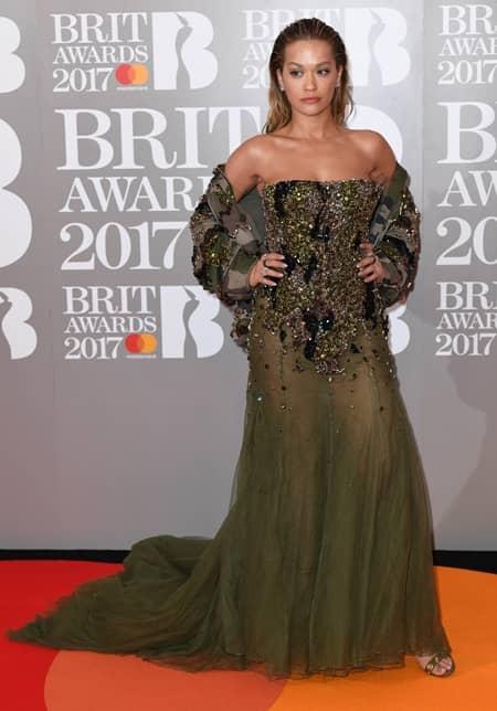 リタ・オラ Rita Ora 第37回 ブリット・アワード Brit Awards 2017 レッドカーペット ドレス 着用ブランド 早出し いち早く公開