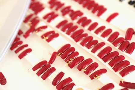 フェンティ プーマ バイ リアーナ FENTY PUMA by Rihanna  パリ コレクション フランス国立図書館 新学期 テーマ 人気 注目 リアーナ クリエイティブデレクター 2017年秋冬コレクション 制服 裏側 ネイル ネイルチップ バックステージ