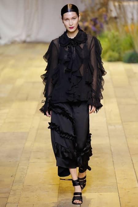 ベラ・ハディッド Bella Hadid パリ ファッションウィーク H&M ザ・ウィークエンド The Weeknd 共演
