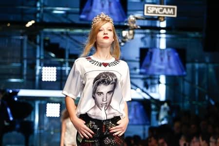 ドルチェ&ガッバーナ Dolce&Gabbana  ミラノファッションウィーク コレクション 多様性 人種 職業 バラバラ 家族 ジャスティン・ビーバー Justin Bieber オマージュ Tシャツ 顔プリント
