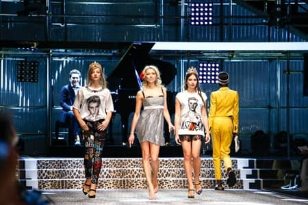 ドルチェ&ガッバーナ Dolce&Gabbana  ミラノファッションウィーク コレクション 多様性 人種 職業 バラバラ 家族 ジャスティン・ビーバー Justin Bieber オマージュ Tシャツ 顔プリント 若い世代