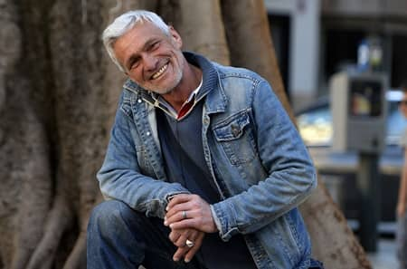 ホームレス男性のジョージ・クルーニー風イメチェン スペイン マヨルカ島 La Salvajería Jose Antonio