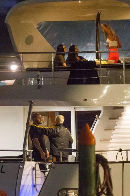 ジャスティン・ビーバー オーストラリアのメルボルン パーパス・ワールド・ツアー 美女に囲まれヨット遊び