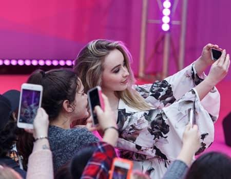 サブリナ・カーペンター ファンと交流 Disney Channel FanFest