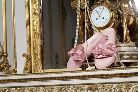 FENTY×PUMA By Rihanna フェンティ×プーマ バイ リアーナ 第2弾 コラボ 人気 リアーナ マリーアントワネットのスポーツウェア 3月9日発売 ジェンダーレス ユニセックス ピンク スライドサンダル リボン