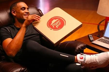 ピザハット Pizza Hut スニーカー パイトップス Pie tops シューサージャン Shoe Surgeon 話題 ボタンを押すとピザが届く おもしろ