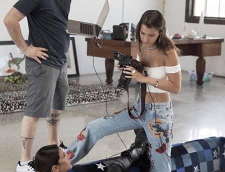 ベラ・ハディッド Bella Hadid カメラ発明記念日 3月19日 W magazine フォトグラファー カメラマン モデル