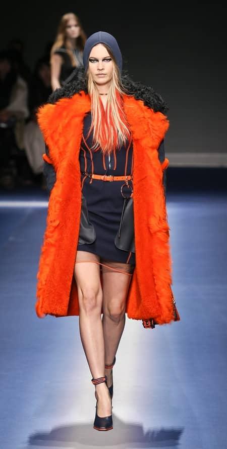 ベハティ・プリンスルー Behati Prinsloo ヴェルサーチ VERSACE コレクション 復活 復帰 ミラノコレクション ファッションウィーク