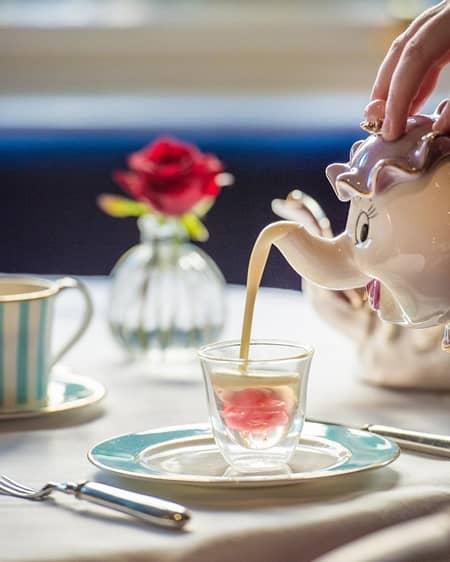 美女と野獣 アフタヌーンティー ロンドン ザ・ケンジントン・ホテル 話題 かわいい ミセス・ポット キャラクター バラ 世界観そのまま