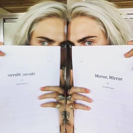 カーラ・デルヴィーニュ Cara Delevingne モデル 女優 Model Actress 小説家 デビュー Writer Debut Mirror, Mirror ミラー、ミラー