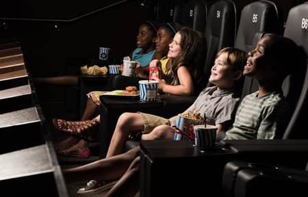 シネポリス・ジュニア 映画館 子供向け 遊具付き Cinepolis Junior USA  Movie Theater Kids Play Land