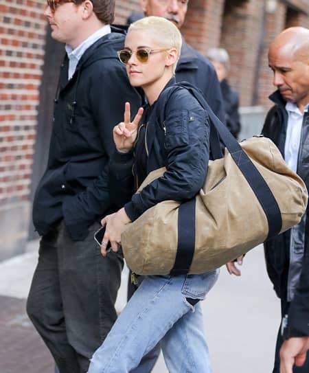 クリステン・スチュワート Kristen Stewart  坊主 ブロンド Shaved Head Blonde Underwater