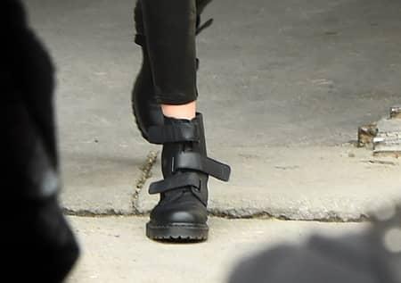 ジジ・ハディッド Gigi Hadid  ドクター・マーチン Dr. Martens 新作 履きまわし 日本でも買える ブーツ アンクルブーツ ベルクロ